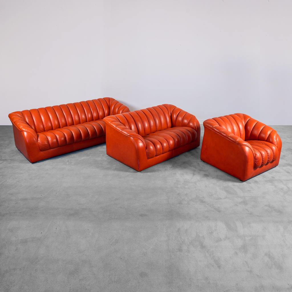 Set due divani una poltrona pelle arancione anni '70 vintage modernariato