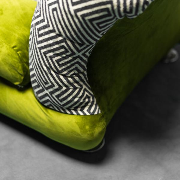 Coppia di poltrone con cuscino in velluto verde anni '70 Vintage